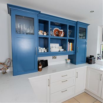 Solid shaker kitchen